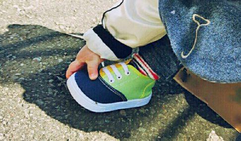 靴は足先は開けすぎない