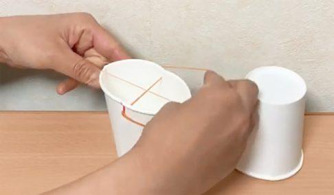 輪ゴムと紙コップ